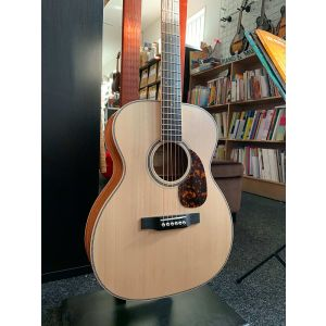 Larrivee OM-40M Natural Acoustic Guitar