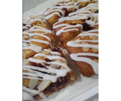 Bakewell Blondies Tray - 10 pieces