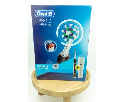Black Oral-b pro 2500 electric toothbrush ++ free 4pk toothbrush heads and toothpaste for buying local